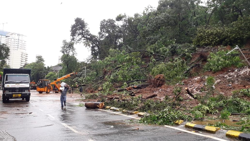Part of retaining wall of the Ridge Road near Kemps Corner collapses