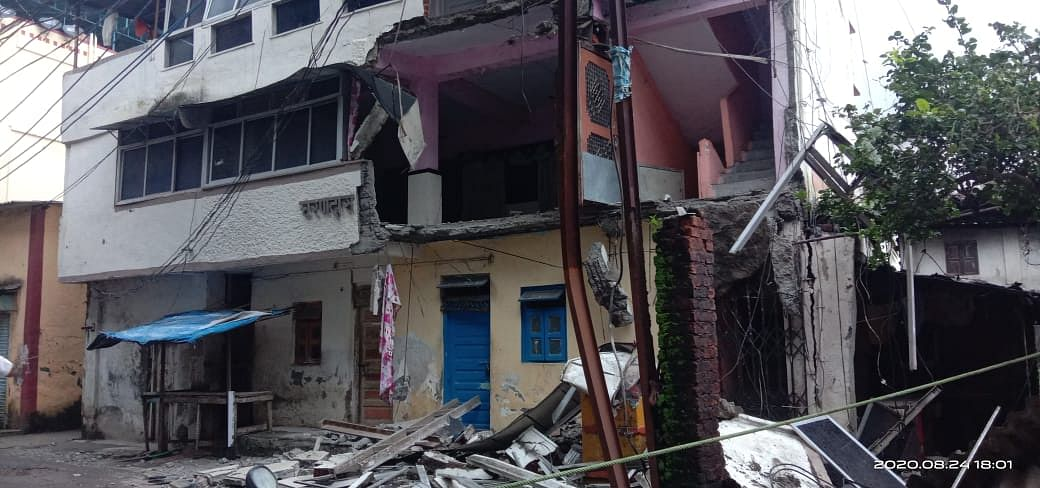 Gallery of vacant building collapses in Thane, no injury