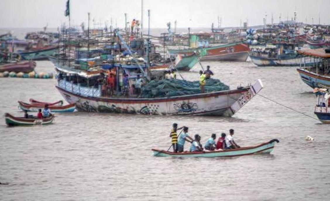Thane: Uttan fishermen get credit boost via govt's Kisan card