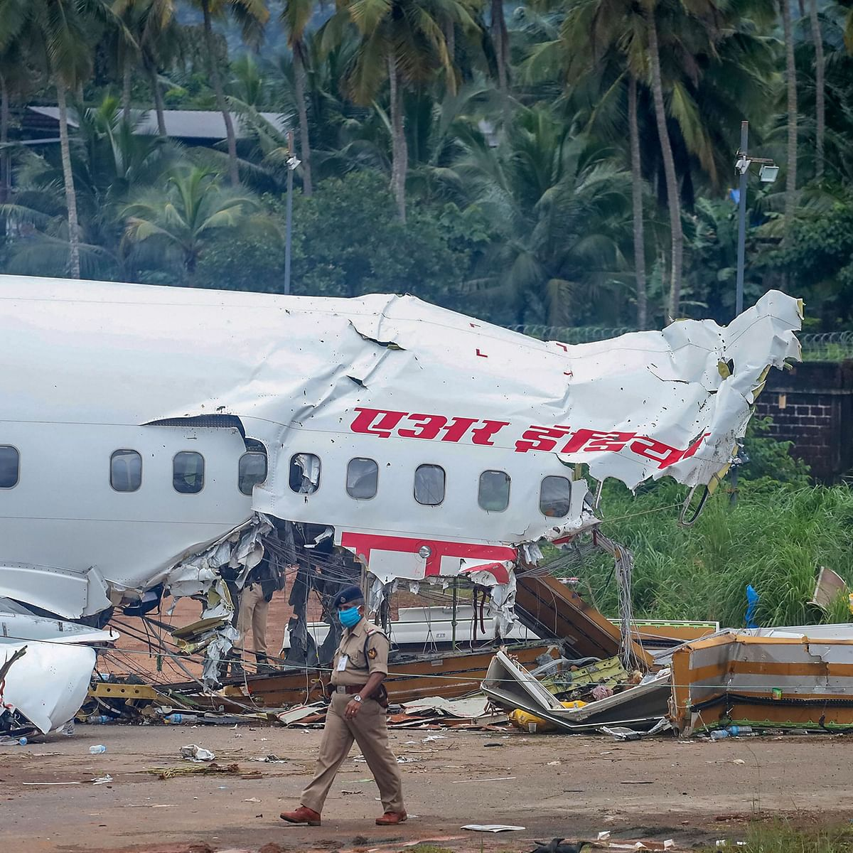 Calicut Air India Express Plane Crash: Locals brave bad weather & pandemic fear to save lives