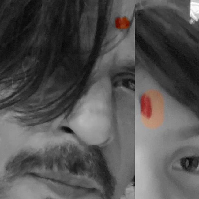 Shah Rukh Khan trolled for 'photoshopped tilak' in Ganesh Chaturthi selfie