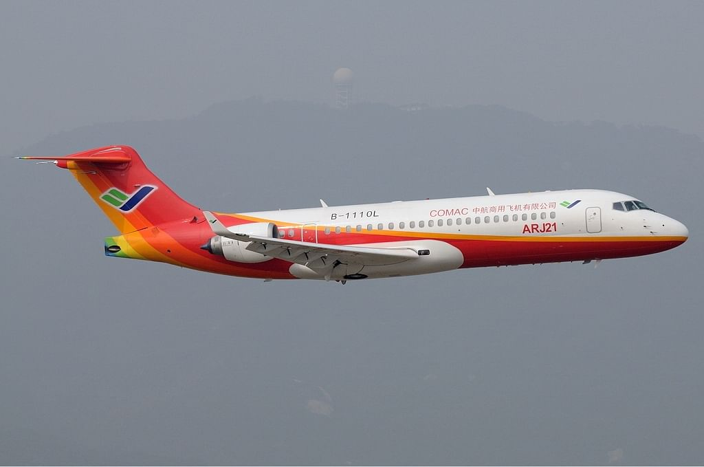 China's ARJ21 airplane advances in commercial services