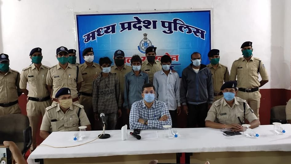 Madhya Pradesh: 4 peddlers held with 1.3 quintal ganja worth Rs 20 Lakh in Khargone