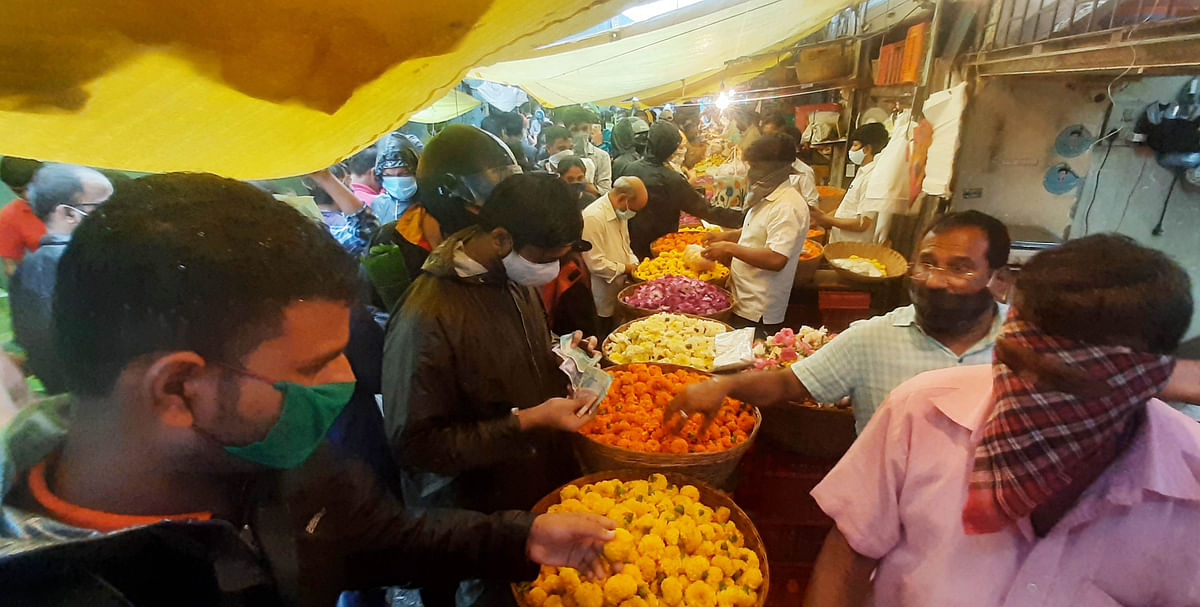In Pics: Mumbaikars throng to Dadar flower market ahead of Ganeshotsav 2020