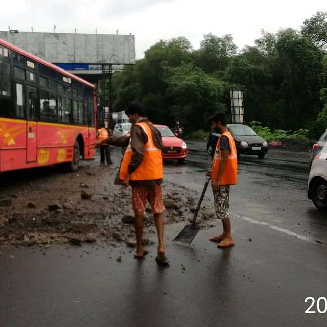 Thane Municipal Transport bus hits divider due to brake failure