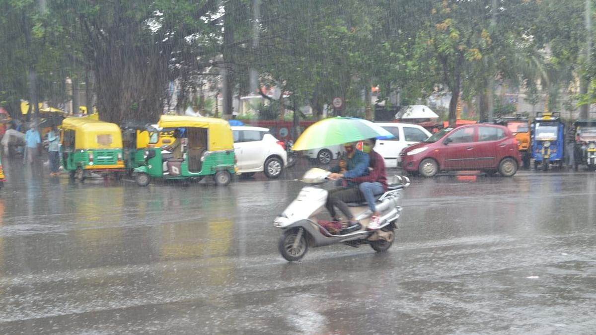 Indore Weather Update: Intermittent rains throughout the day give feels like monsoon