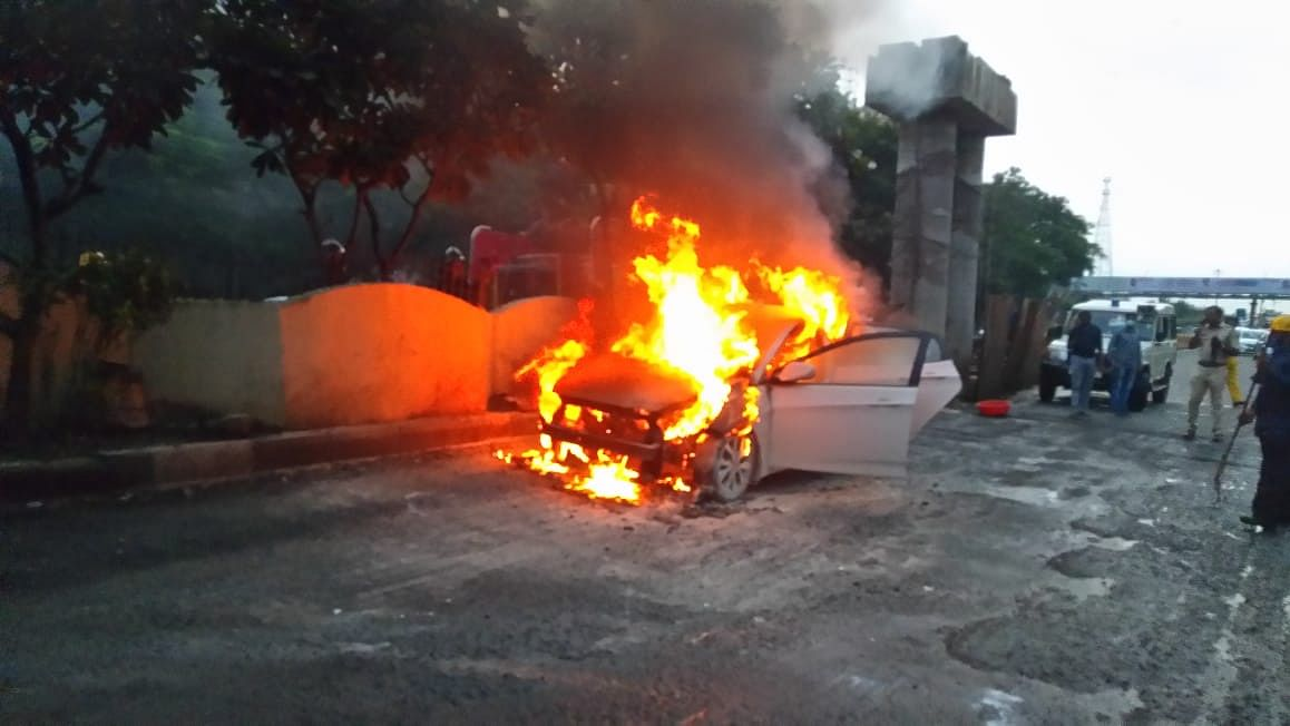 Thane: Parked car catches fire; no casualties reported