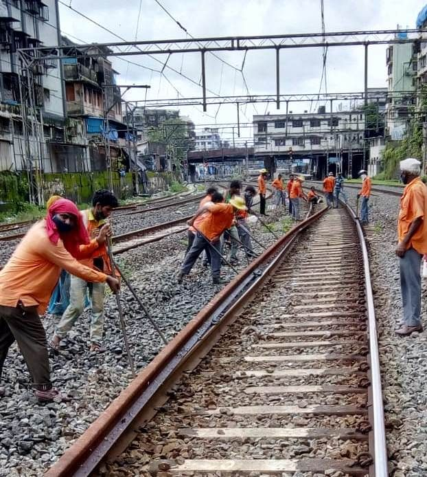 CR carries out maintenance work during Sunday mega block