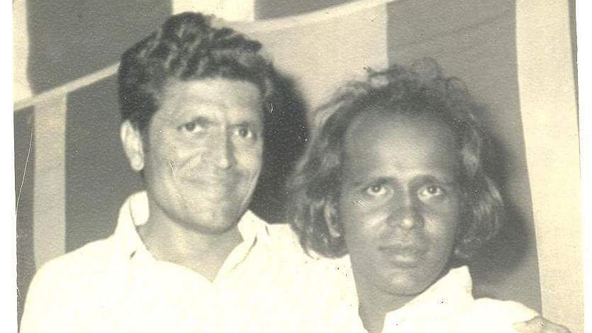Rahat Indori (R) with his friend