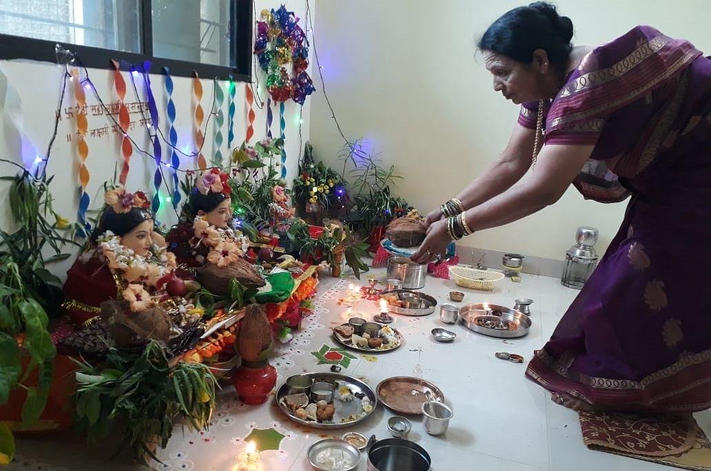 Bhopal: Amid pandemic turmoil, Maharashtrian families celebrate Mahalaxmi Puja at home