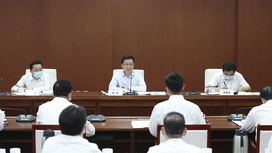 Chinese Vice Premier Han Zheng, also a member of the Standing Committee of the Political Bureau of the Communist Party of China Central Committee, hosts a symposium during a research tour to China Oil & Gas Pipeline Network Corporation (PipeChina) in Beijing, capital of China, Aug. 18, 2020.