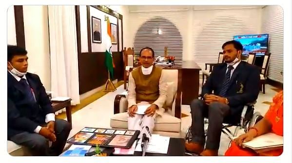 CM Shivraj Singh Chouhan met Mallakhamba coach Yogesh Malviya, and para swimmer Satendra Singh on Saturday.