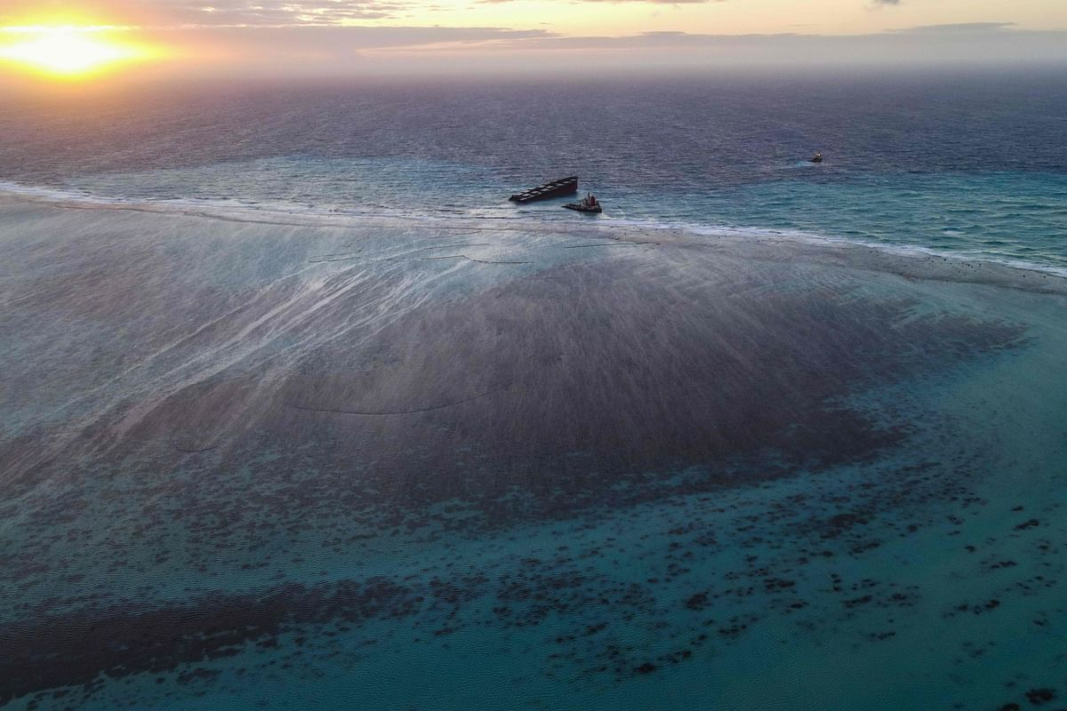 Indian Coast Guard sends 10-member team to help Mauritius control oil spill