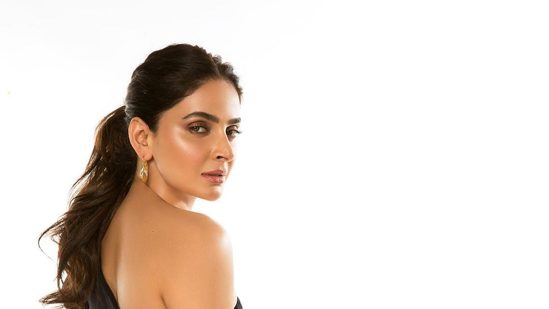 Lahore court summons 'Hindi Medium' actress Saba Qamar in mosque-movie shooting case