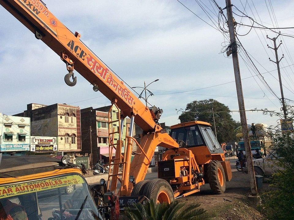Mumbai: One person mowed down by crane at Dadar, operator held