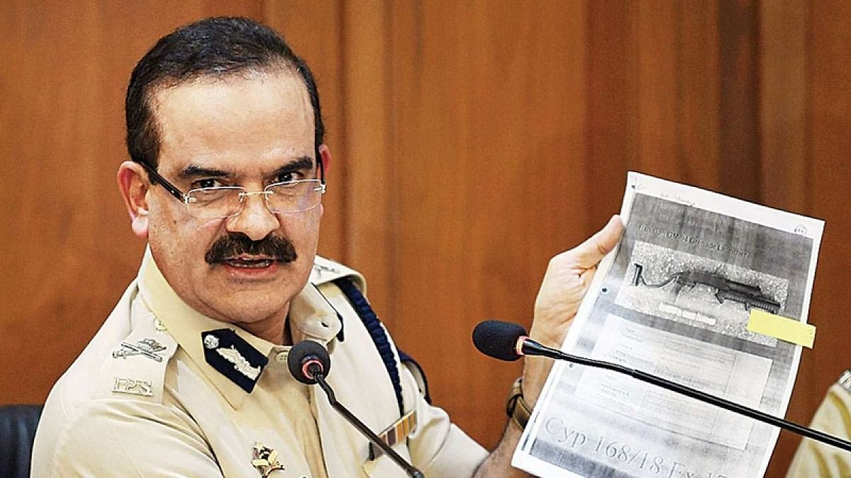 Mumbai Police transfer salary accounts of 50,000 cops from Axis bank to HDFC