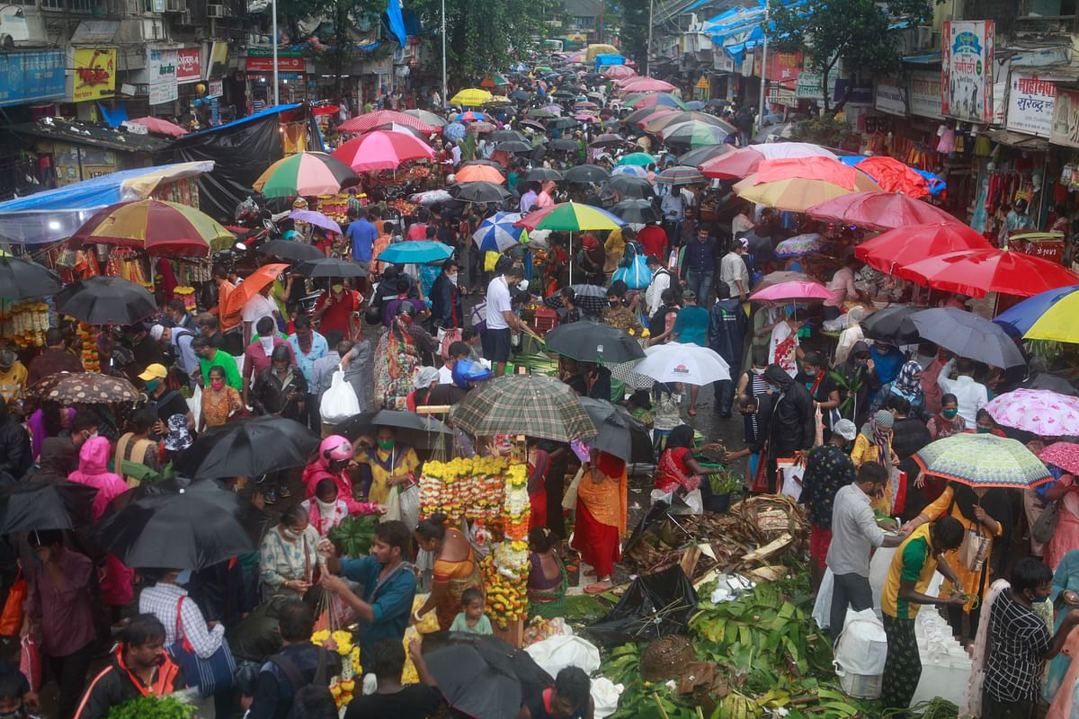 Dadar market: Last-minute shoppers push their way through 'C' of obstacles, a day before Ganesh Chaturthi