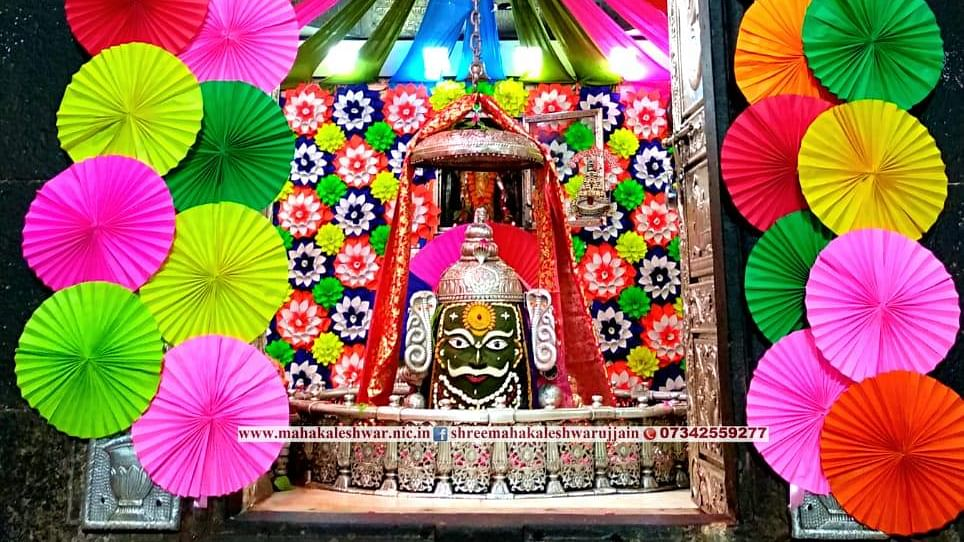 Attractive eco-friendly decoration adorns sanctum-sanctorum of Mahakaleshwar Temple on the eve of Rakshabandhan festival, in Ujjain on Sunday.