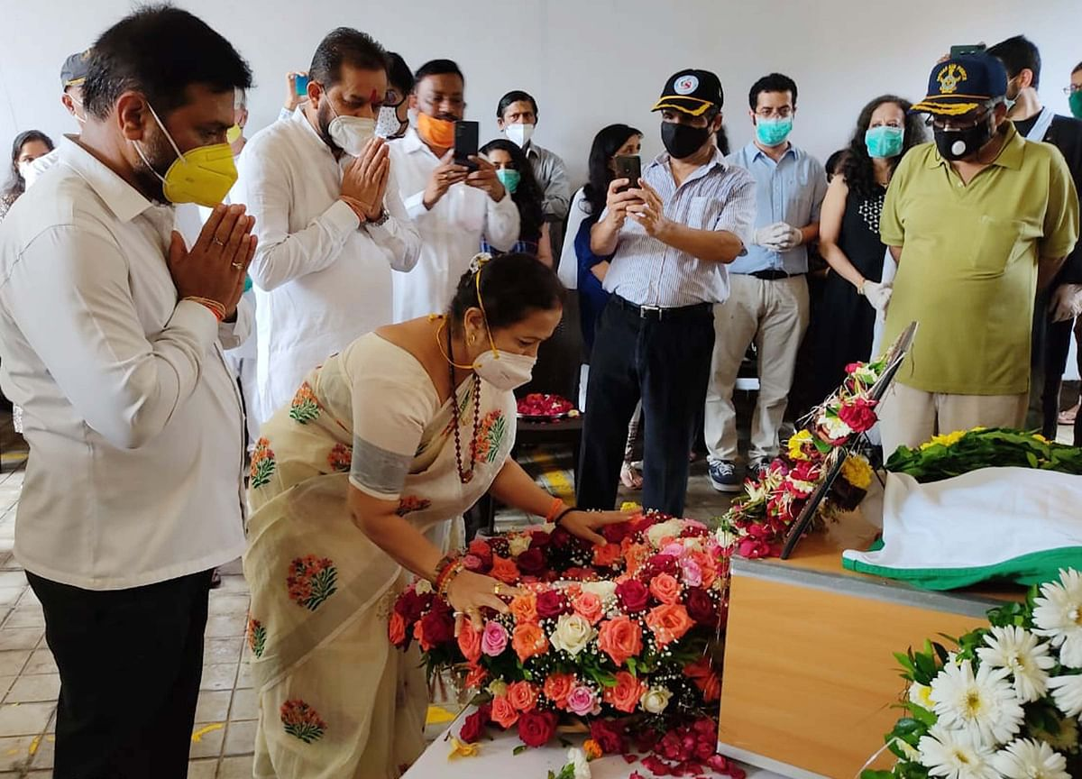 Relatives, friends and others, including Mumbai Mayor Kishori Pednekar, paid floral tributes before the final procession began.