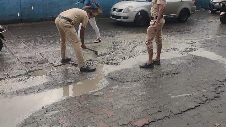 Cops fix potholes in Kandivali to get traffic moving