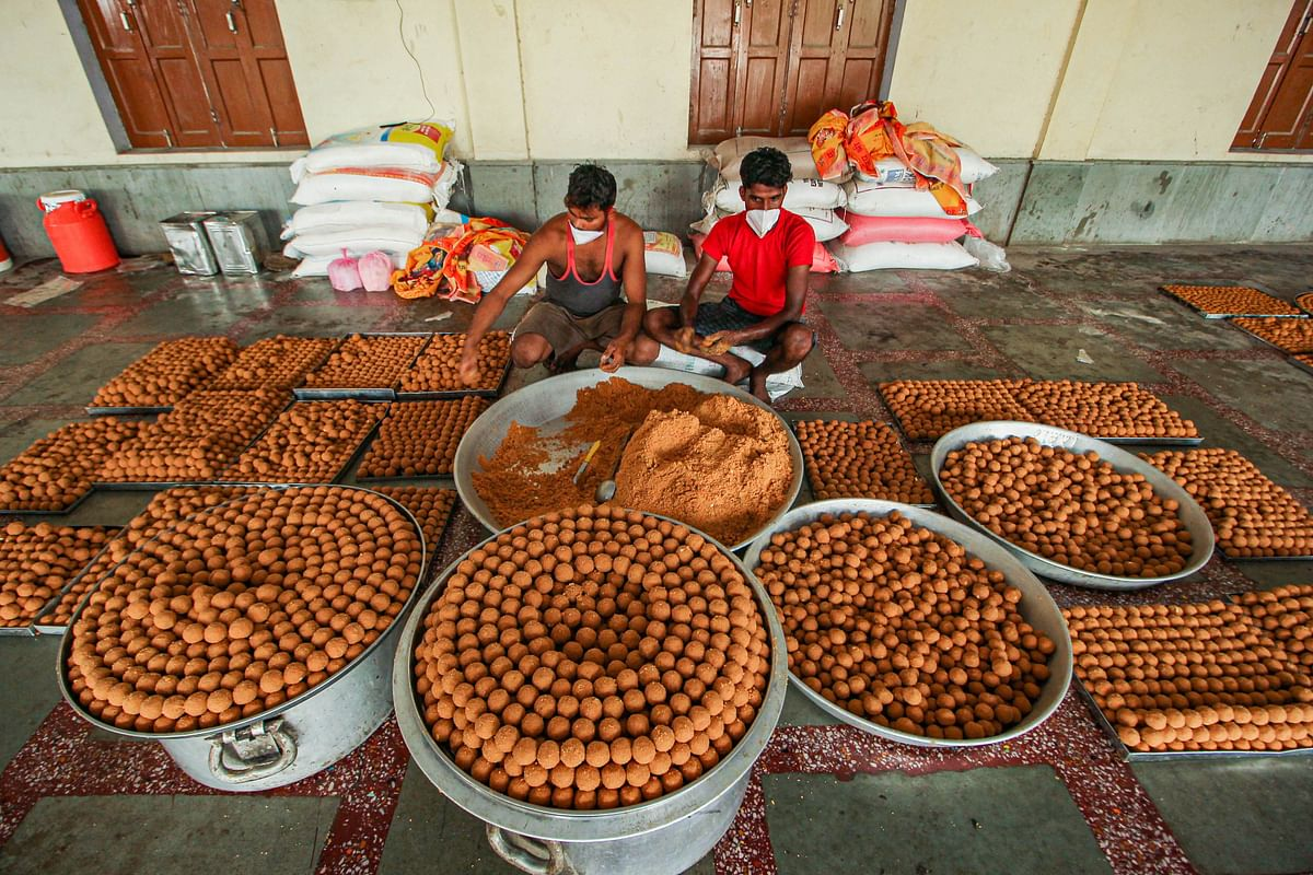 Workers prepare sweets for the foundation laying ceremony of Ram Temple on Aug 5, in Ayodhya