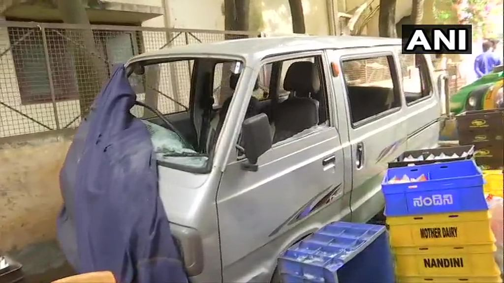 The mob then targeted the police station and damaged vehicles.