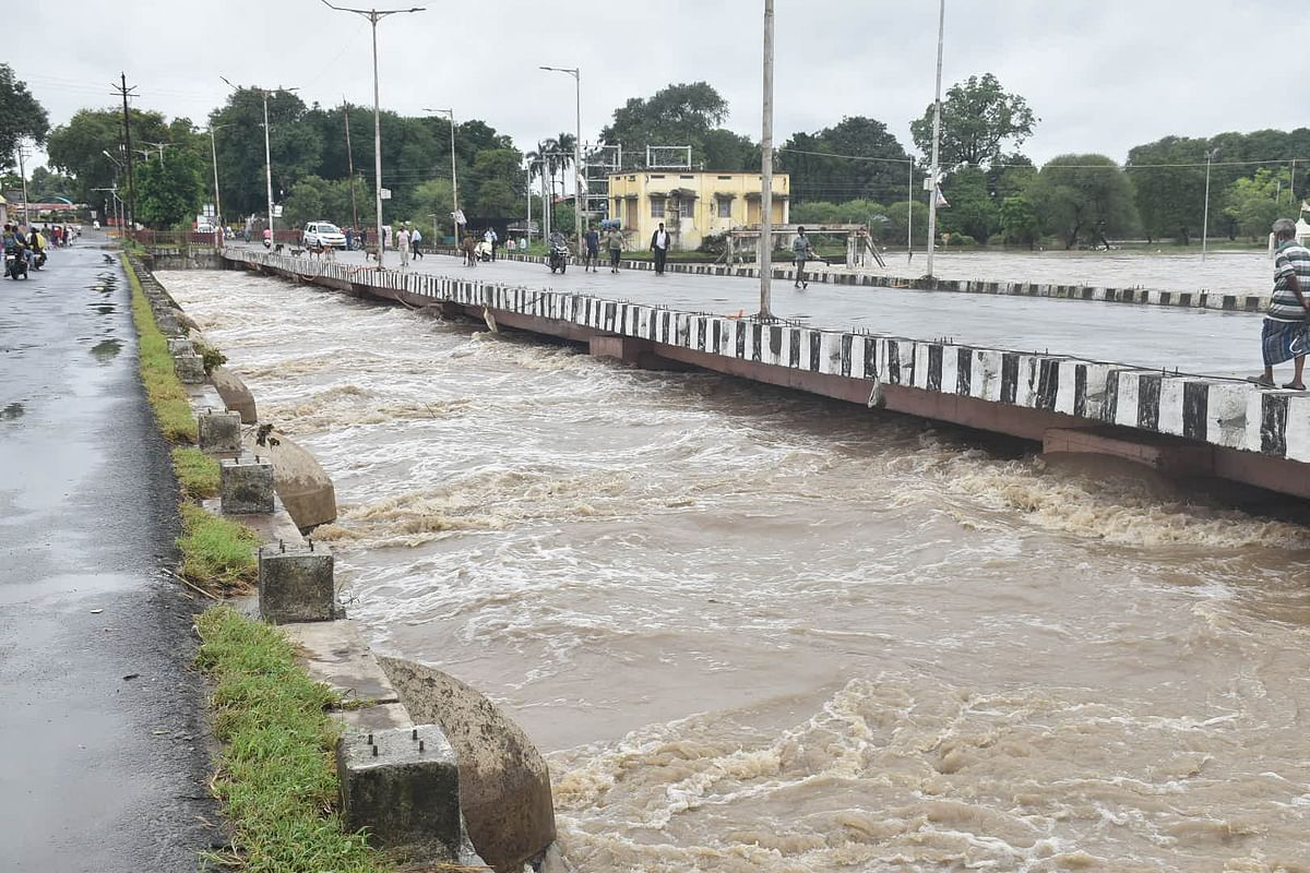 Ujjain Weather Update: Kshipra flowing just a foot below Barnagar Road Bridge