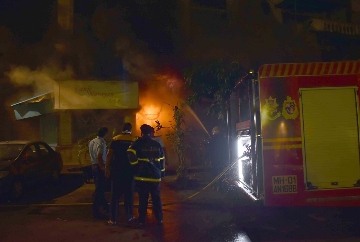 Mumbai: Fire breaks out at a building in Fort; one person critically injured