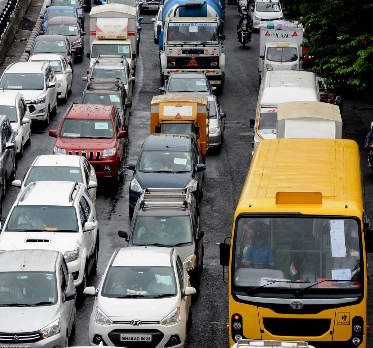 Huge traffic at Western Express Highway, Vile Parle.