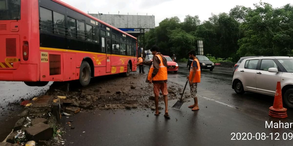 Thane: TMT bus hits divider after brake failure