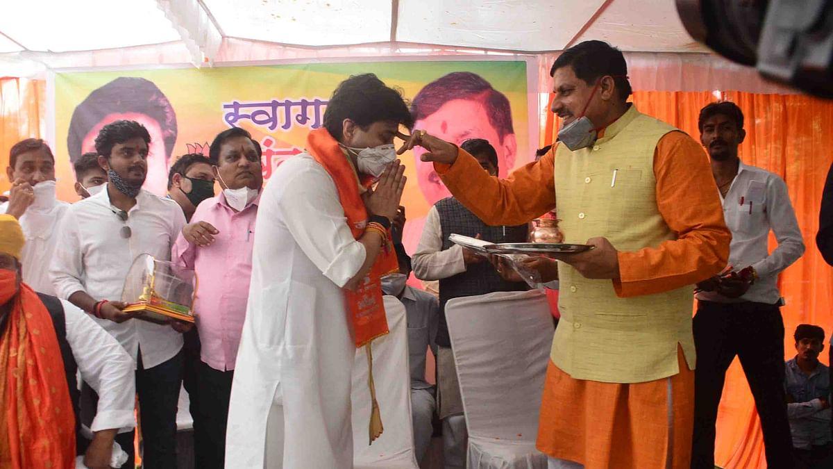 Higher education minister Mohan Yadav applying tilak on the forehead of former Union minister Jyotiraditya Scindia in Ujjain on Monday.