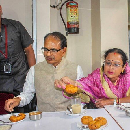 Indore: Officer suspended for serving cold rotis to CM Shivraj Singh Chouhan, reinstated