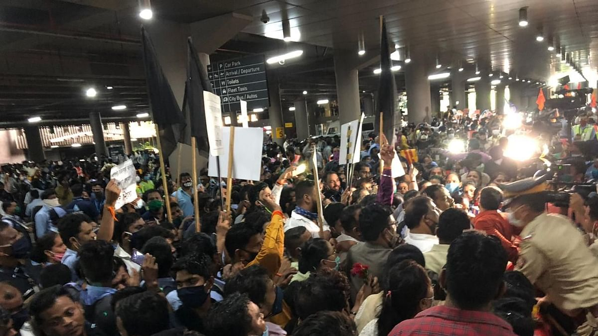 Clash of COVIDIOTS: Shiv Sena, Karni Sena, RPI members throng Mumbai airport to greet Kangana Ranaut