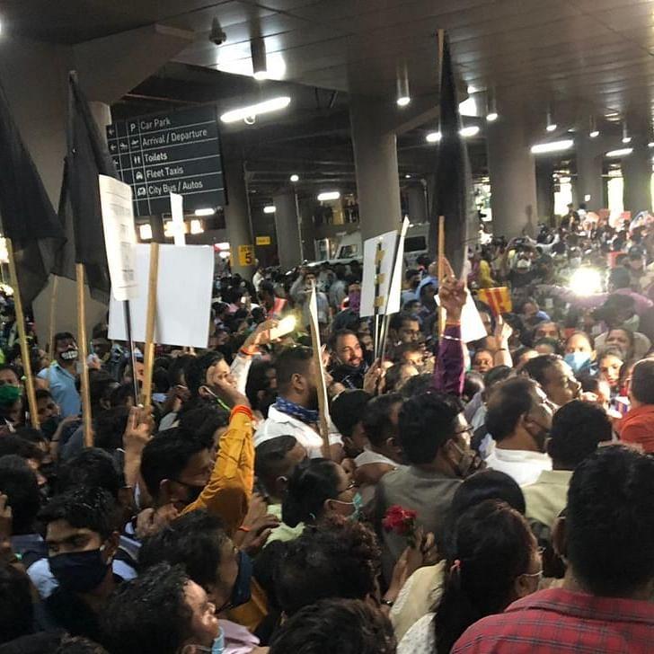 Clash of COVIDIOTS: Shiv Sena, Karni Sena, RPI members throng Mumbai airport to greet Kangana Ranaut