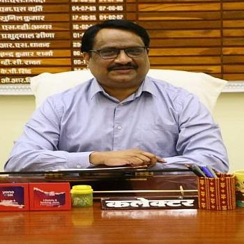 Madhya Pradesh: Collector Alok Kumar Singh plays host at Deendayal Kitchen in Dhar