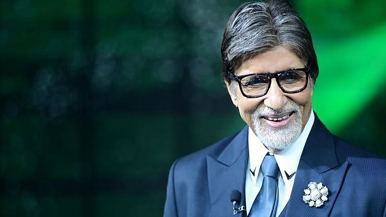Amitabh Bachchan wear green ribbon to reveal he is a pledged organ donor