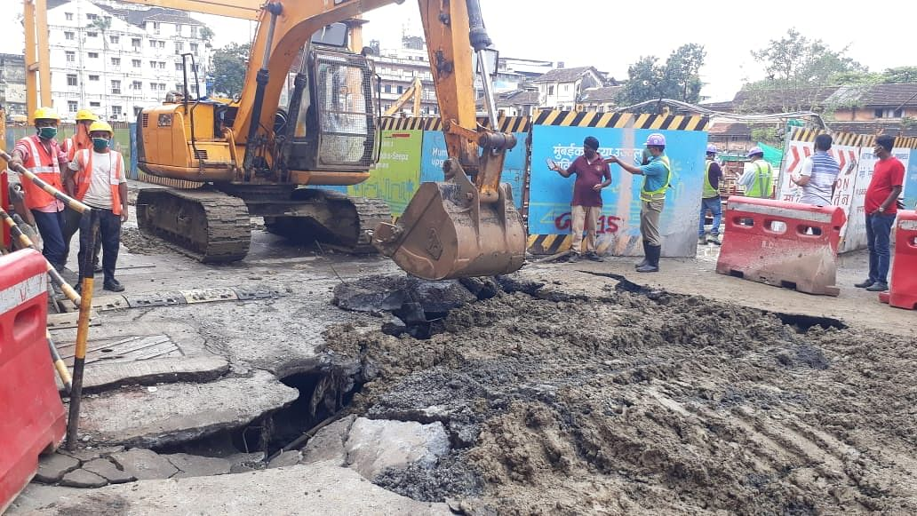 Mumbai: Part of road caves in Girgaon near Metro 3 work site