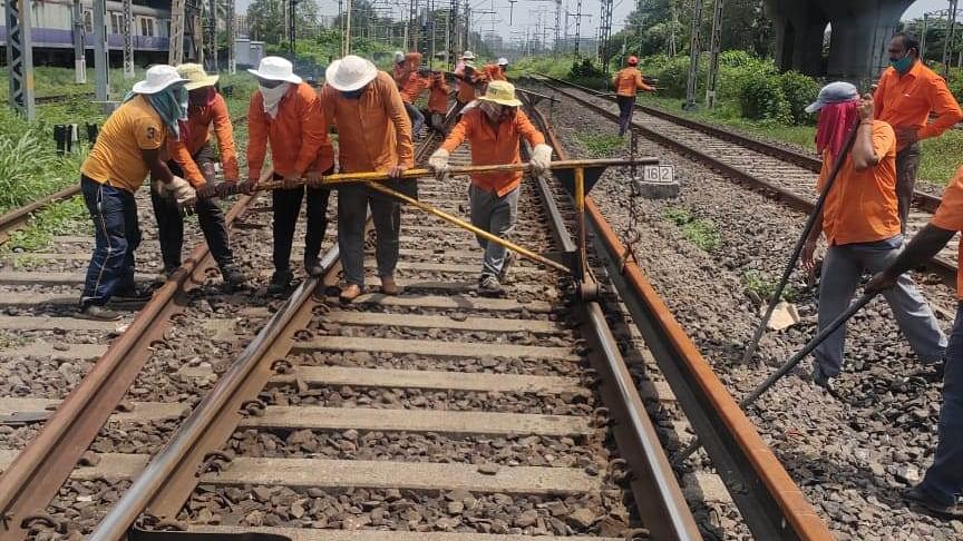 Central Railway carries out maintenance work during mega block on Sept 27