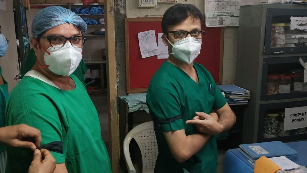 Mumbai: Resident doctors wear black ribbons in protest after BMC slashes quarantine periods from one week to a day