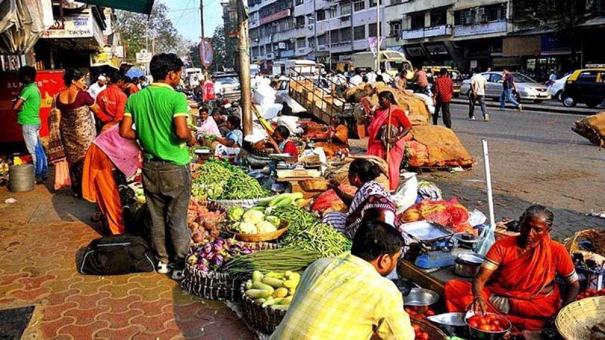 Coronavirus in Dadar: Dadar-Mahim residents blame hawkers for their corona woes