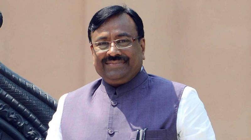 Former Maharashtra minister Mungantiwar tests positive for Covid-19