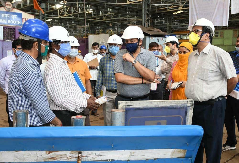 General Manager, Western Railway inspects Mahalaxmi EMU Workshop