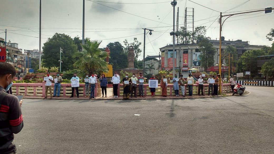Indore: Parents protest against schools for denying online education to students over non-payment of fees amid pandemic