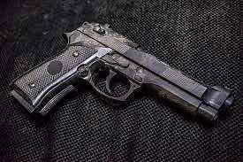 UK Bodyguard leaves loaded gun on plane, suspended