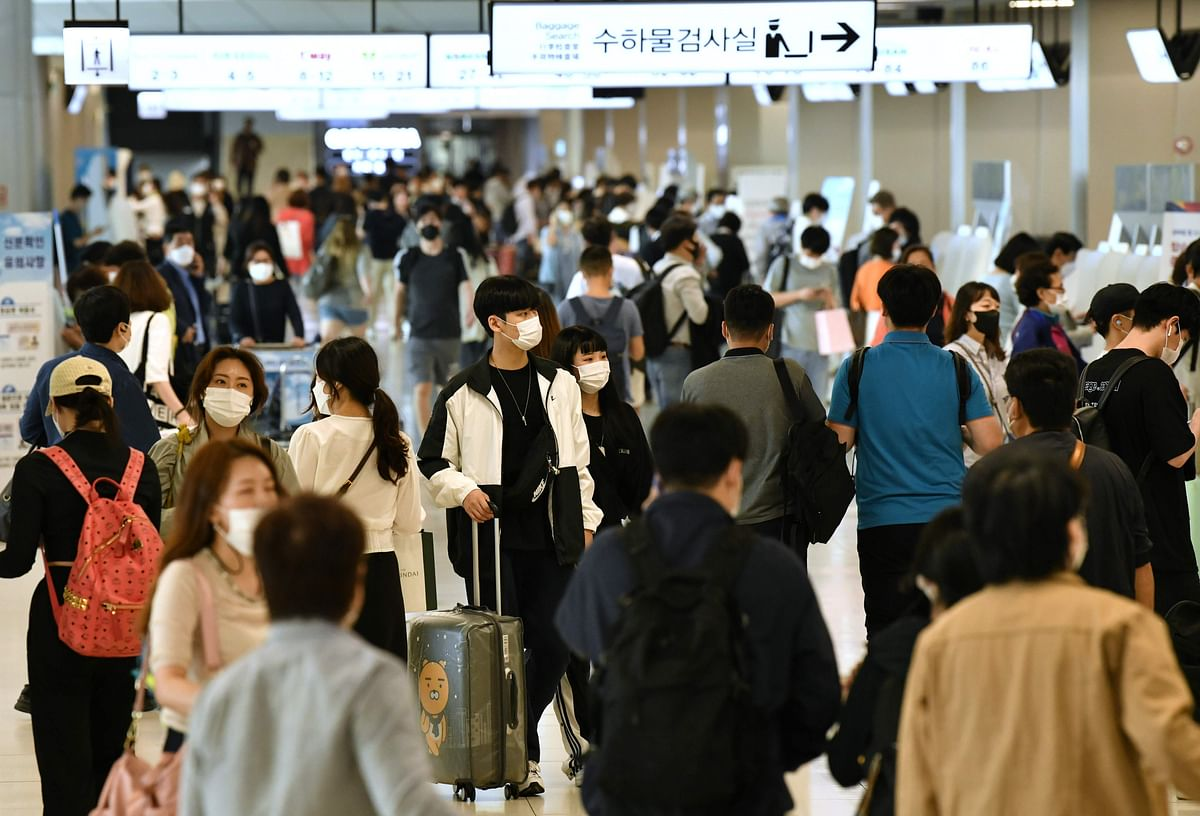 Travellers arrive at the departure hall of Gimpo airport in Seoul on September 29, 2020 ahead of the annual Chuseok festival holiday.