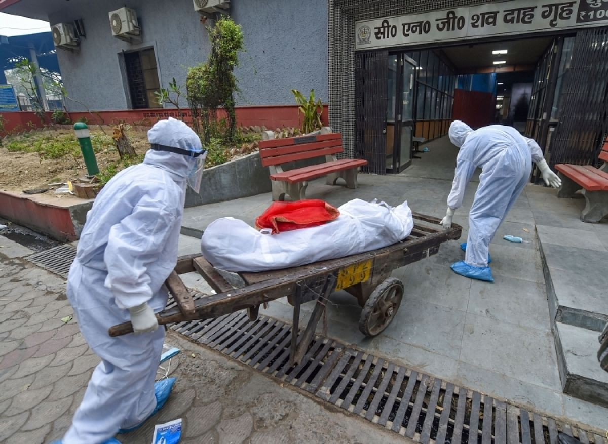 Covid patient dies at home, body carried on handcart in Pune for cremation