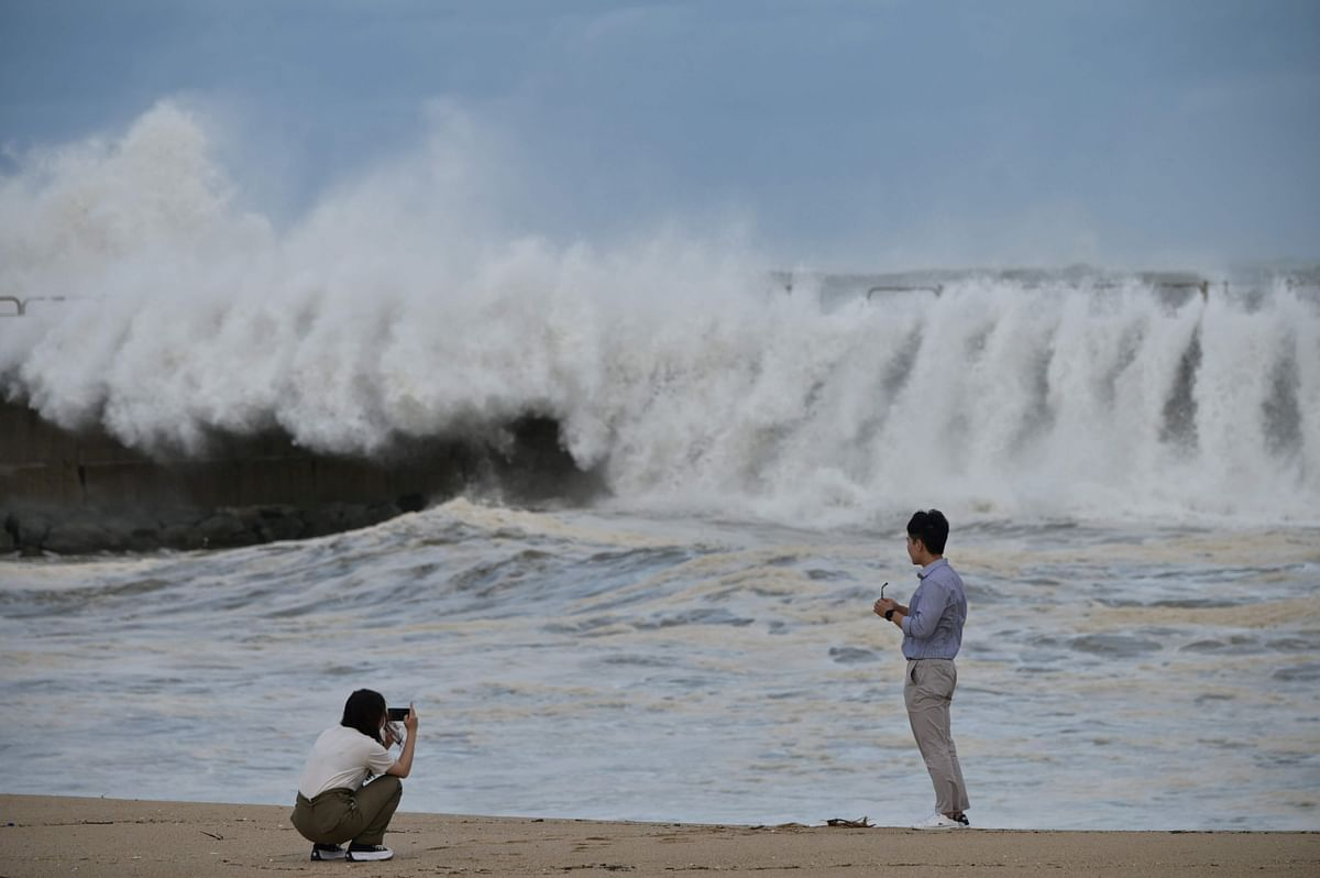 With strong winds and heavy rain, typhoon lashes South Korea