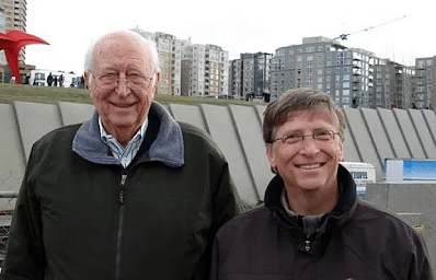 Bill Gates (R) with his father Bill Gates Sr