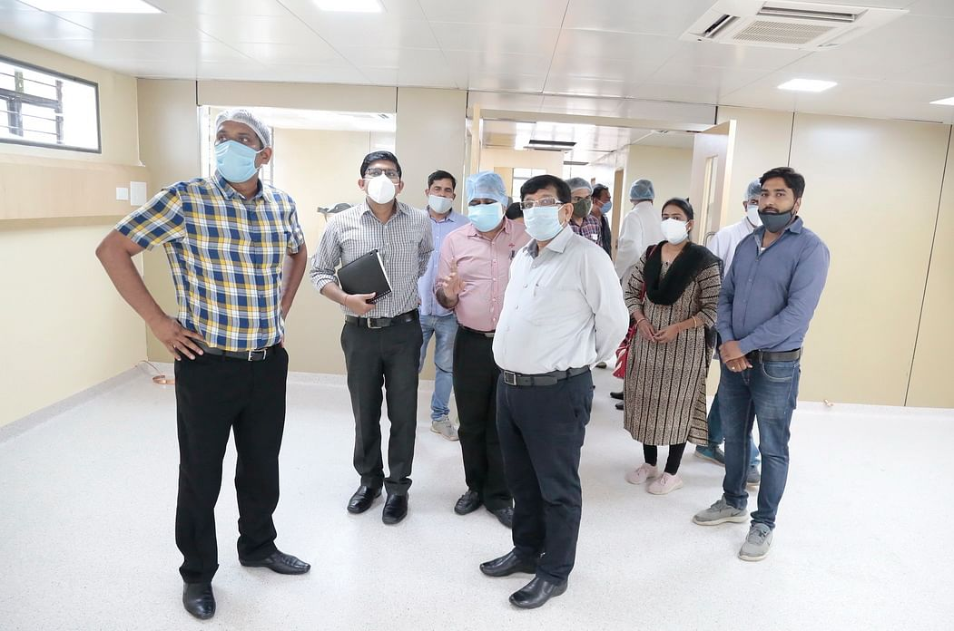 Collector and commissioner visiting new ICU for Covid patients.