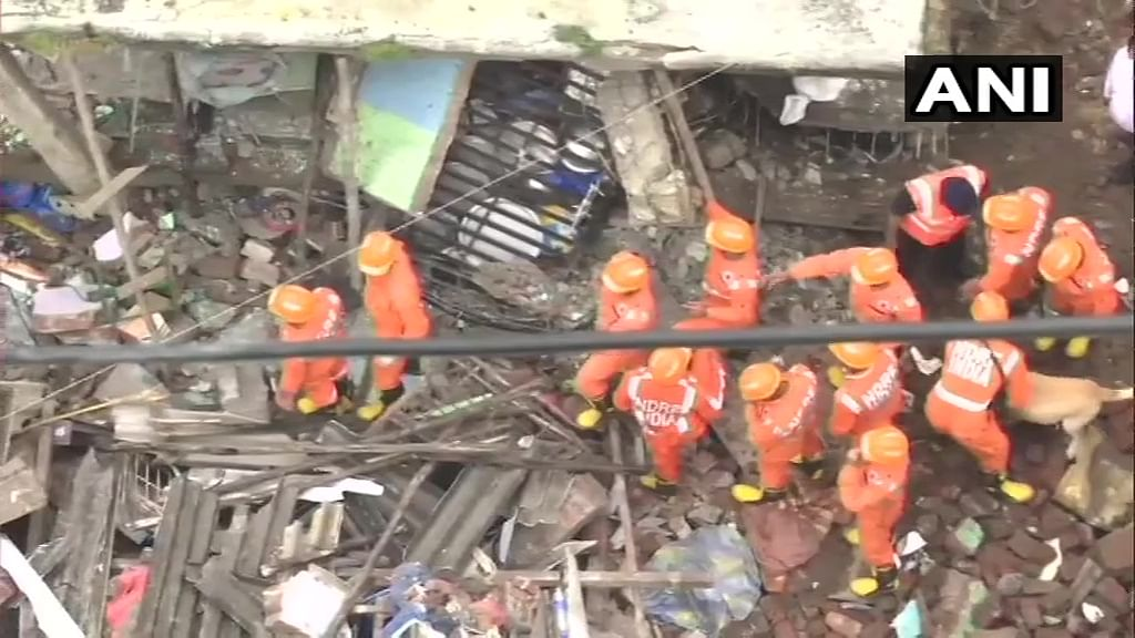 At least 10 dead in Bhiwandi Building Collapse: Check out pics and video s of rescue operation
